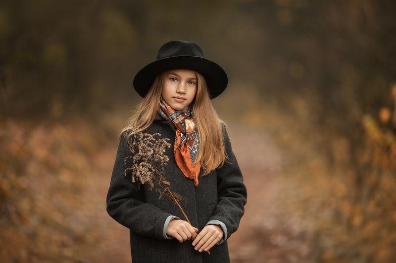 девочка-осеньphoto preview