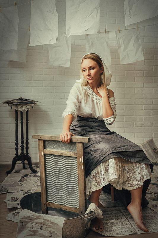 портрет, девушка, модель, студия, картина, платье, таз, классика, стирка, прачка, газеты, белье, сюр Прачкаphoto preview