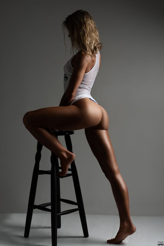 studio, people, sporty, body, fit, legs, ass, booty, blonde, studio light, lighting, shapes, curves, woman, passion, motivation Oksana fitphoto preview