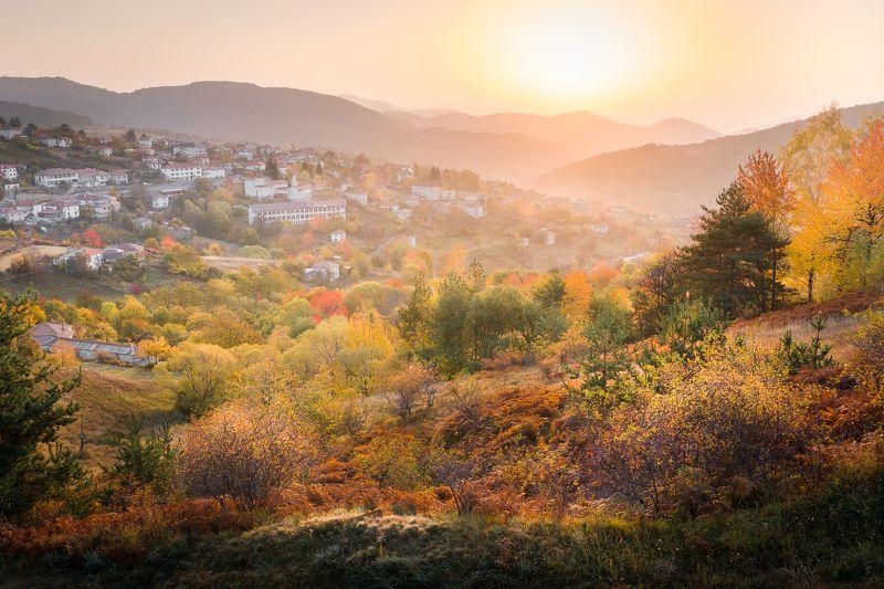 #деревня #bulgaria #rhodope mountains #mountains #autumn #sunrise #village #sun #colors Village on firephoto preview