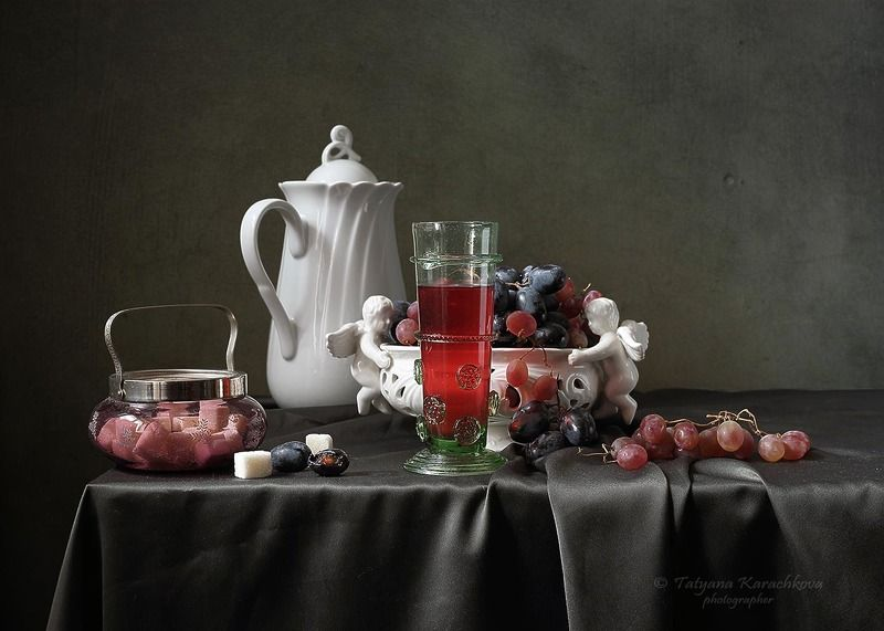 натюрморт, кувшин, виноград, лесное стекло, стакан Про белый кувшин и виноградphoto preview