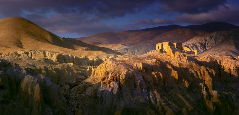 Исчезающие руины Верхнего Мустанга. Непал.photo preview