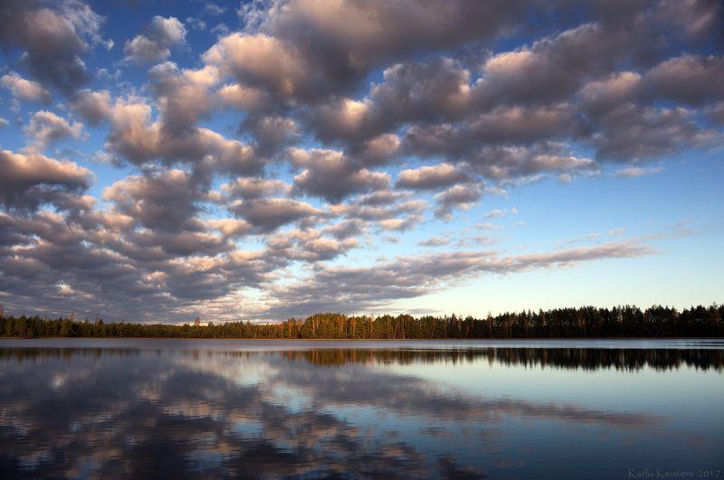 Лесное озеро на рассветеphoto preview