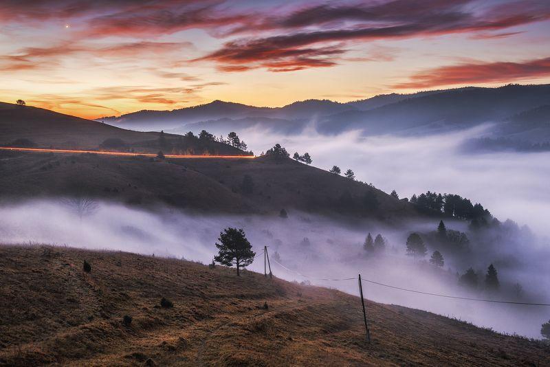 mountains, poland, slovakia, pieniny, light, sunrise, sun, light, landscape, hills, warm, colors, autumn, fog, mist, car, long exposure Mistinessphoto preview