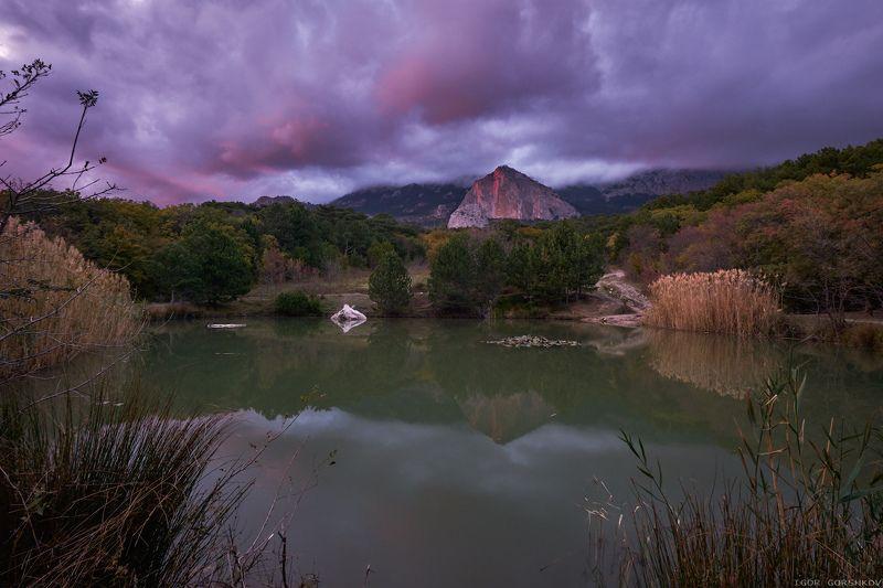 крым,пейзаж,осень,горы,скала,вечер,природа,закат,озеро,тростник Вечер на озере Шаан-Каяphoto preview