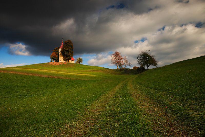 slovenia, land, light, mood, church, meadow, evening, autumn Idyllic landphoto preview