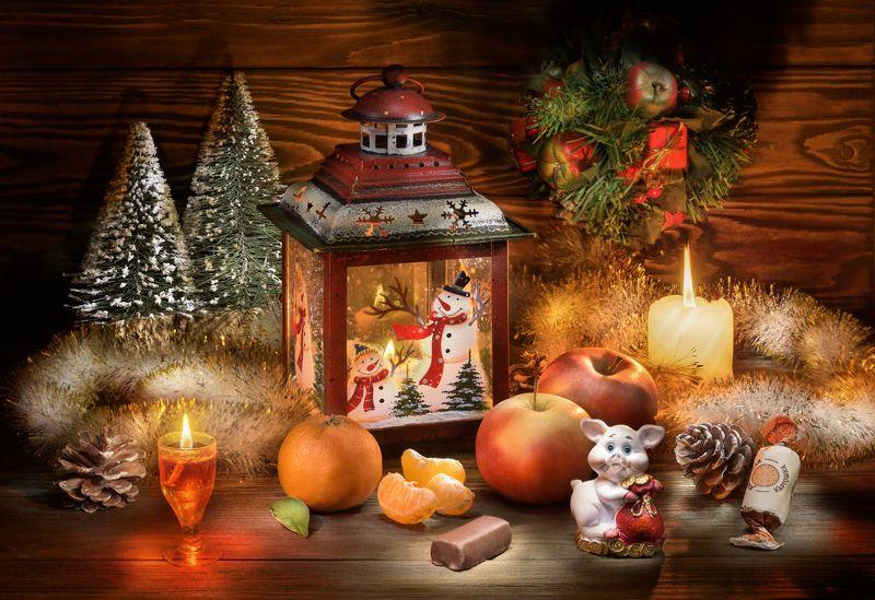 новый год, свечи, пламя, мандарины, мишура, праздник, год свиньи, яблоки, настроение, шишки, веселье, фонарь, снеговик, свинка, поздравление, открытка Новогодний бардачок или \