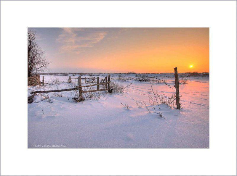 закат, проволка, снег Околицаphoto preview