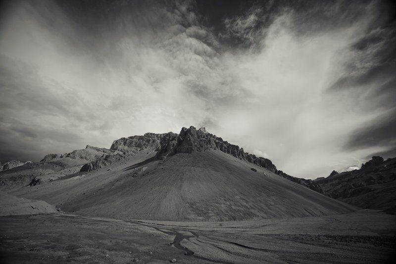 ladakh, canyon, bw Canyons of Ladaknphoto preview