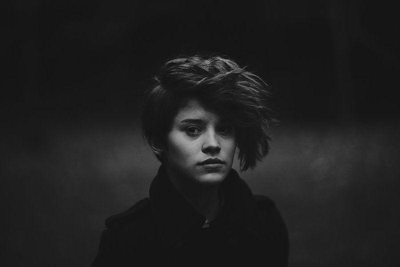 портрет,девушка,чб Портретphoto preview