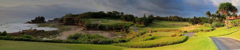 бали, гольф, танах лот, океан, поле, панорама Бали. Гольфовые поля рядом с храмом Танах Лотphoto preview