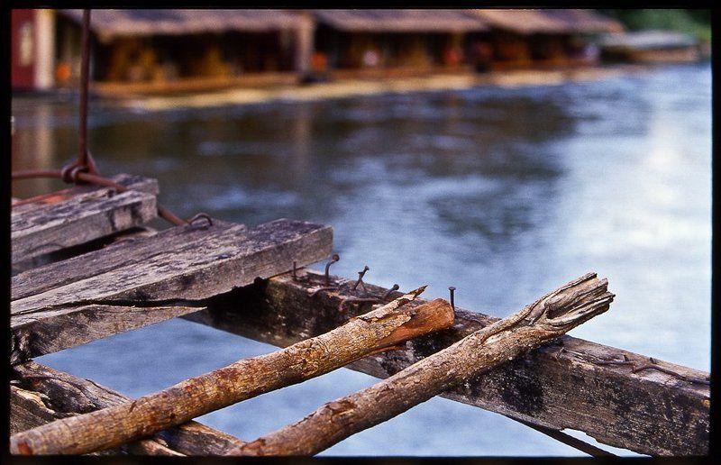 Мост через реку Квайphoto preview