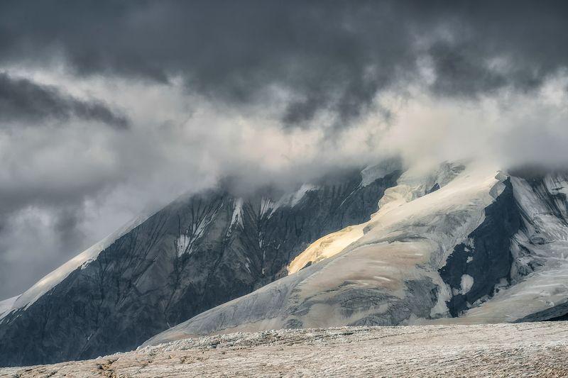 кавказ, эльбрус, погода На хмурых склонахphoto preview