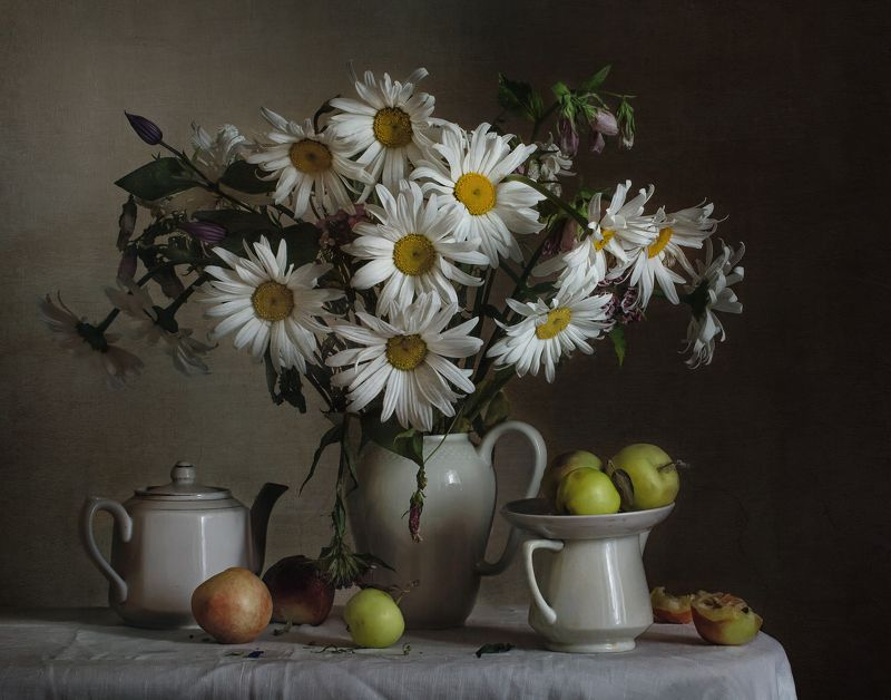 натюрморт, фарфор, кувшин, цветы, ромашки, фрукты Ромашки, фрукты и фарфорphoto preview