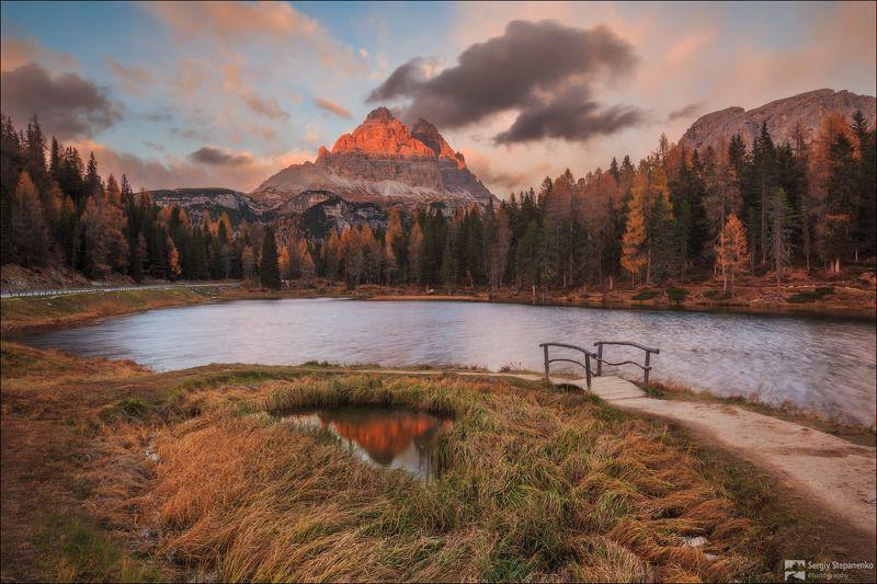 У горного озераphoto preview