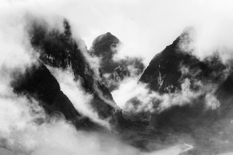 ngo cuong, dong van, ha giang, vietnam, black and white, landscape, moutain, cloud, smoke, indochina Dong Van - Ha Giang - Vietnam - By Ngo Cuogphoto preview