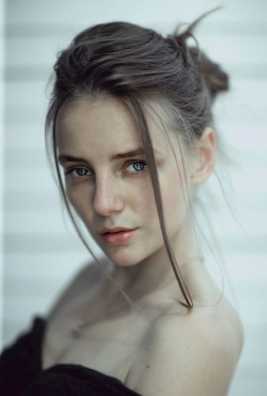 model girl eyes portrait hair natural EVAphoto preview