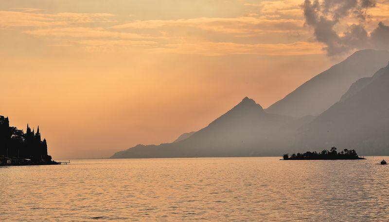 италия,озеро,вечер,вода Закат на Гардеphoto preview