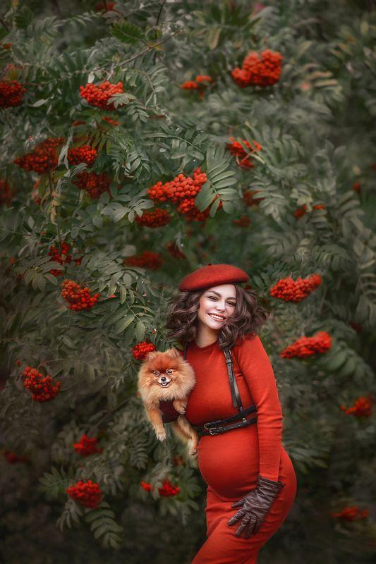autumn, October, Rowan, pregnancy, waiting, smile, laugh, beauty, dog, beret, portrait, joy, red, pregnant, woman, beautiful girl, curls В рябинкеphoto preview