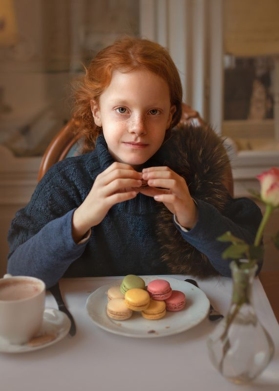 children, girl, redhead, cafe, potrait Девочка с пирожнымиphoto preview