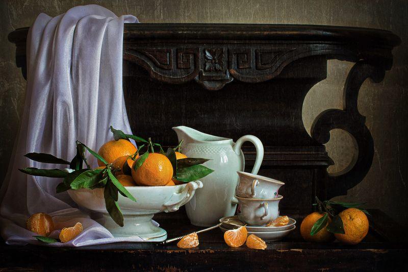 натюрморт, фарфор, кувшин, фрукты, мандарины Фарфор и мандариныphoto preview