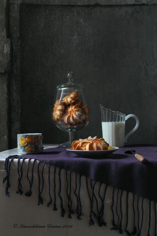 натюрморт, печенье, курабье, молоко С курабьеphoto preview