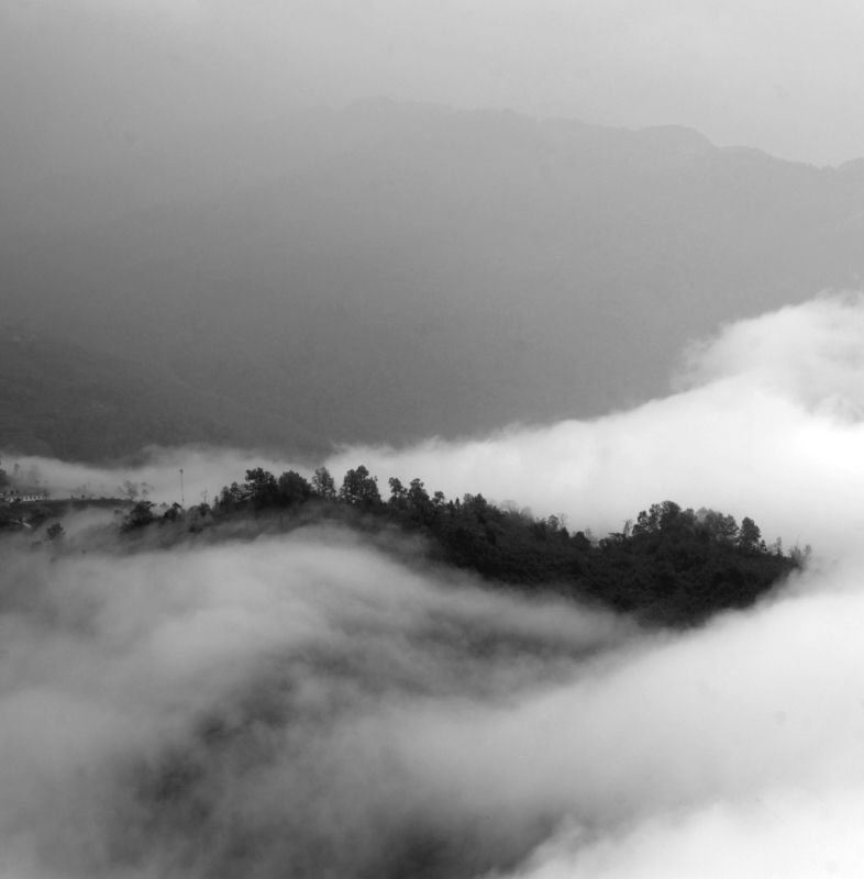blackandwhite, cloud, mountain, yty, vietnam, fineart, ngocuong, ngocuongphoto, sunrise, sunray Sunrise in Y Ty by Ngo Cuongphoto preview