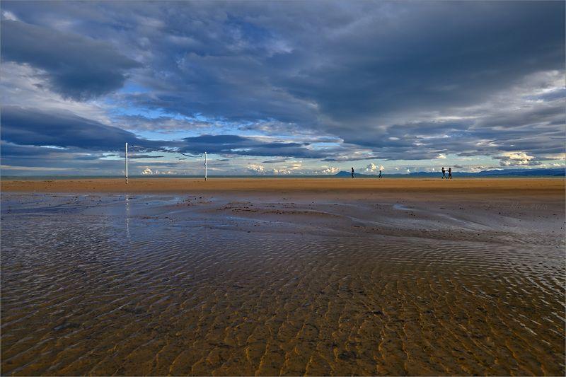 небо, море, пляж, вода, облака, люди, закат Где-то на на краю светаphoto preview
