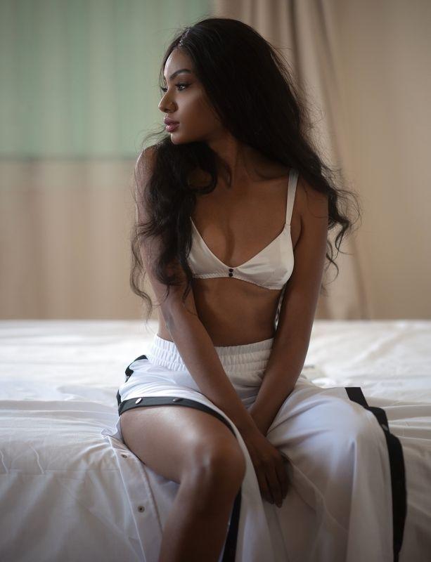 girl,portrait,indor,sensual,brunette,beautiful,pretty,doha,qatar Kaliphoto preview