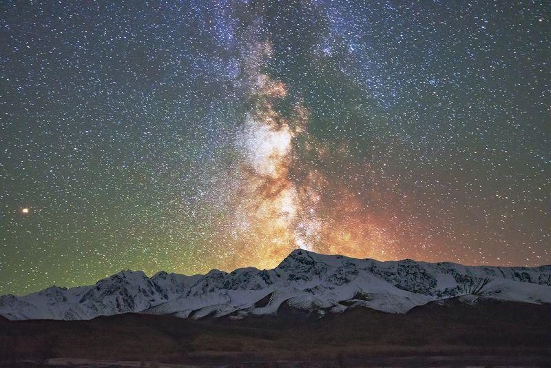 млечный путь, джангысколь, северо-чуйский хребет Зарево над Джангысколем.photo preview