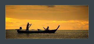 закат. океан. рыбаки. остров Ko Lanta.