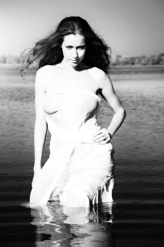 фото ,ч/б, девушка , гламур , вода , лето , река , утро , солнце Портретные зарисовки в черно-белых тонах ...photo preview