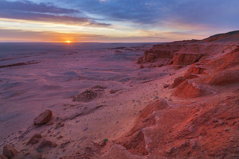 Монголия, Гоби, пустыня, рассвет, Баянзаг Рассвет в Баянзагеphoto preview