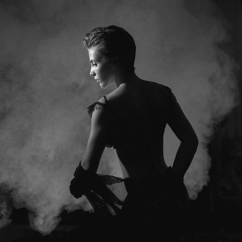 девушка, дым, чб Светланаphoto preview