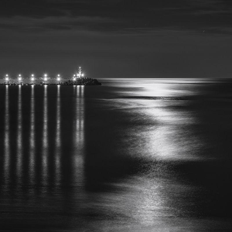 ночь море вода огни свет лунный Лунный светphoto preview