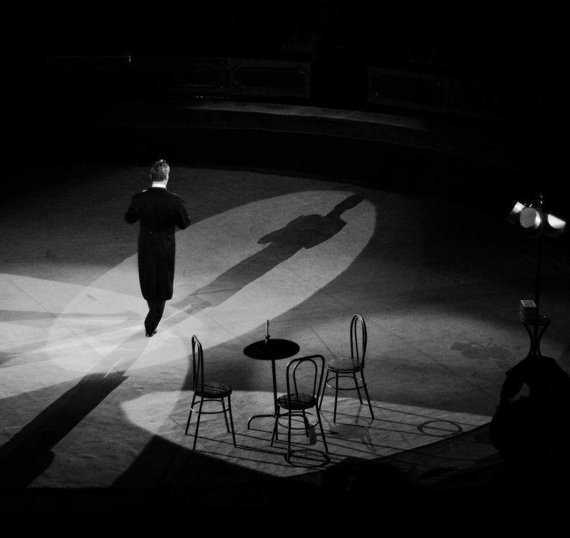 человек,тени,смысл,темнота,стол. ...photo preview