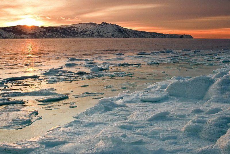 бухта нагаева, бухта, зима, лед, магадан, море, рассвет, закат, каменный венец, охотское море, солнце, колыма Бухта Нагаева  зимойphoto preview