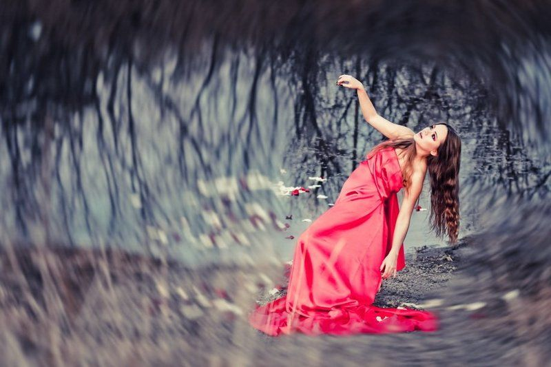 озеро, девушка, розы Cold feelingsphoto preview