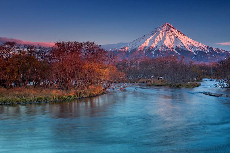 камчатка, пейзаж, вулкан, река, рассвет, природа, путешествие, осень, фототур,  Рассвет в заповедникеphoto preview