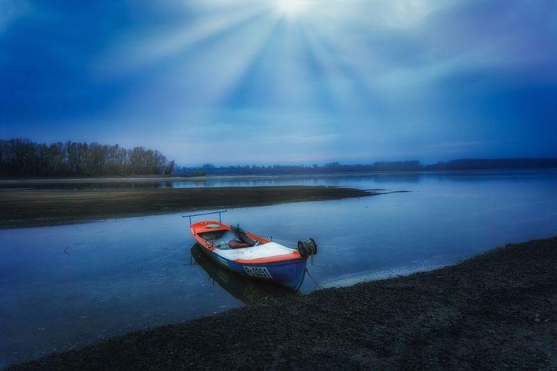 Синяя лодкаphoto preview