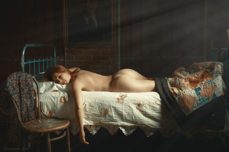 ню, девушка, грудь, обнажённая, красивая, винтаж, кровать, ставни photo preview