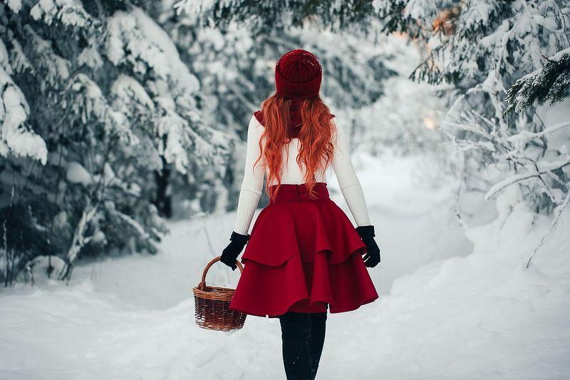 россия, снег, урал, лес, природа, девушка, зимняя фотосессия, красная шапочка Приключения красной шапочкиphoto preview