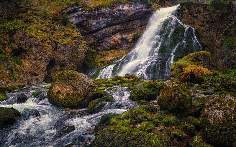 природа  осень листва утро туман путешествия пейзаж вода водоём водопад озеро австрия скалы горы отражения Водопад Голингерphoto preview