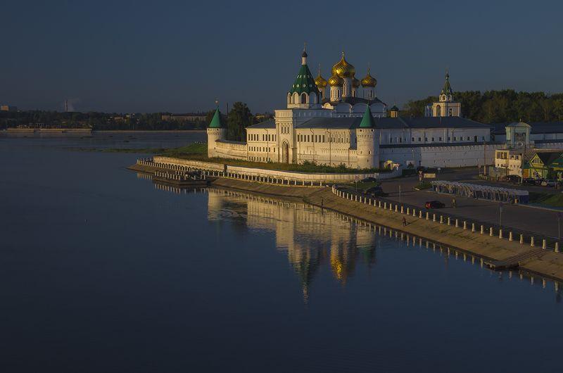 кострома,ипатьевский монастырь,утро,берег,город На рассветеphoto preview