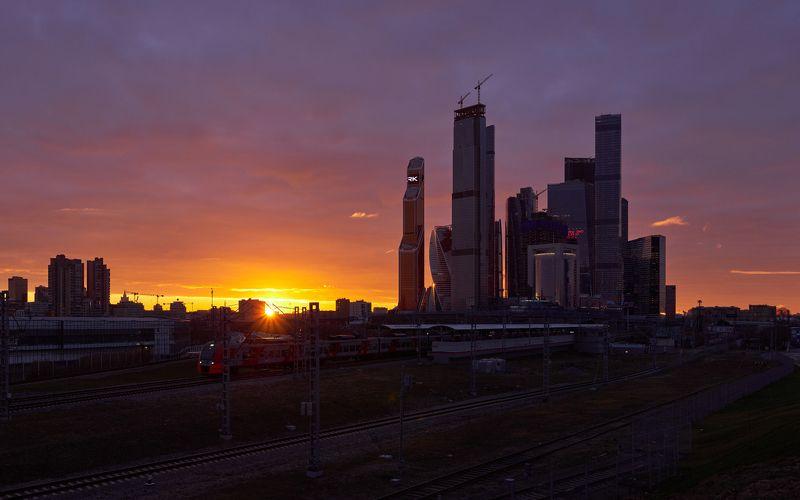 город, Москва, Сити, высотки, небоскребы, рассвет, солнце, деловой, район Рассвет в Москва-Сити.photo preview
