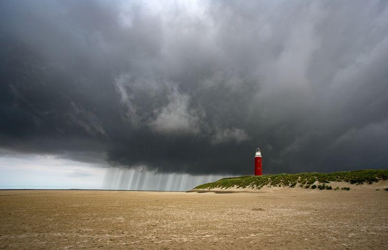 маяк, дождь, гроза, циклон, погода, море, пляж Маяк и дождьphoto preview