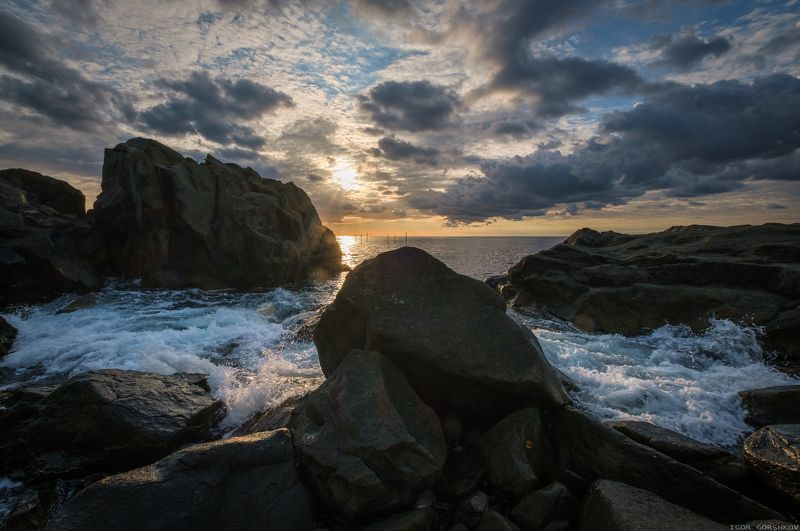 море,крым,утро,камни,саклы,пейзаж,рассвет,волны,пена,облака,берег, Утреннее море в скалах.photo preview