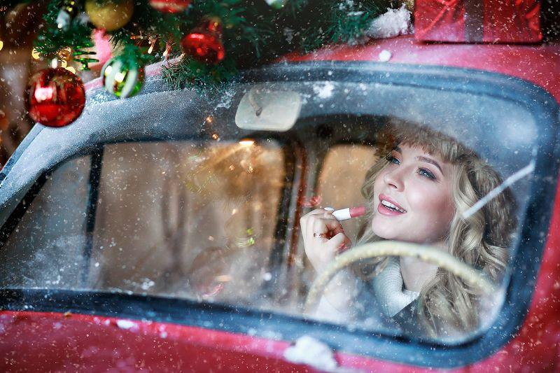 портрет, девушка, новыйгод, фотосессия Новогодняя история девушки и ее красной машинкиphoto preview
