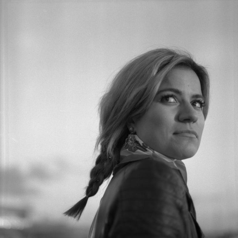 female, woman, portrait, square, 6x6 Mervephoto preview