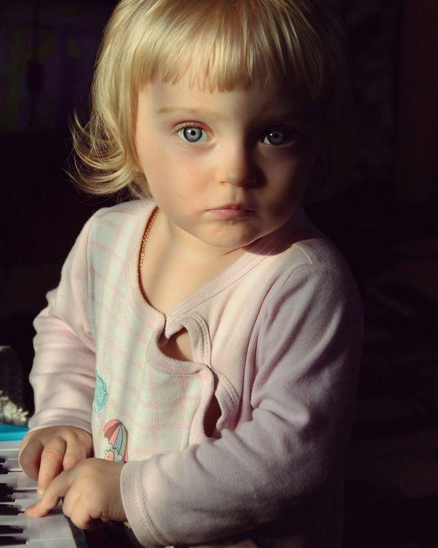 Детство, семья, ребёнок, портрет, девочка, цвет, child, childhood, portrait, color, family, daylight Roxannephoto preview